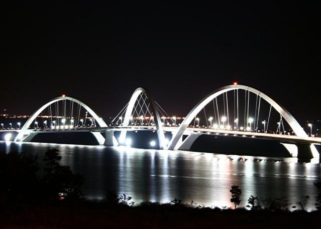 Puente Juscelino Kubitschek. Gracias a Wikipedia