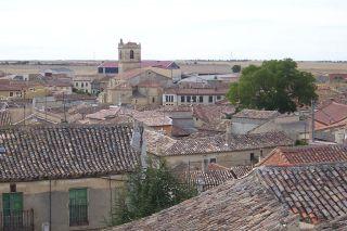 Vista del caserío y la iglesia de Santiago Apóstol. Fuente: Wikipedia