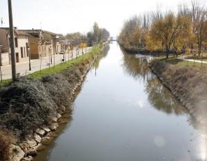 Canal a su paso por el municipio. Foto: Ayt. Becerril