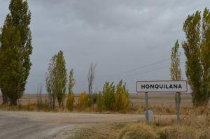 Cartel de entrada a Honquilana.