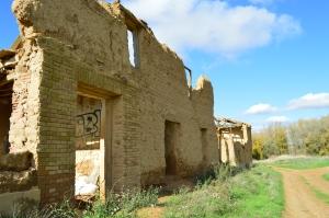 Casa que todavía se mantiene en pie en Villacreces. Foto propia.