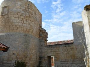 Uno de los cubos que se conservan de la muralla de Villalba de los Alcores. Foto: EnPueblo