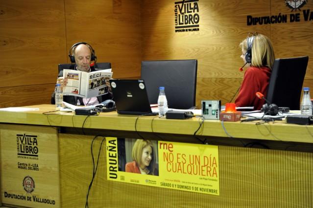 Andrés Aberásturi hojeando El Cisco. Foto: El Cisco.